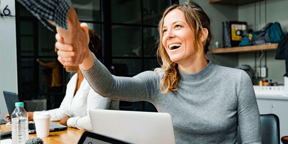 Mejora la felicidad y satisfacción de los trabajadores en tu entorno laboral con Happÿdonia