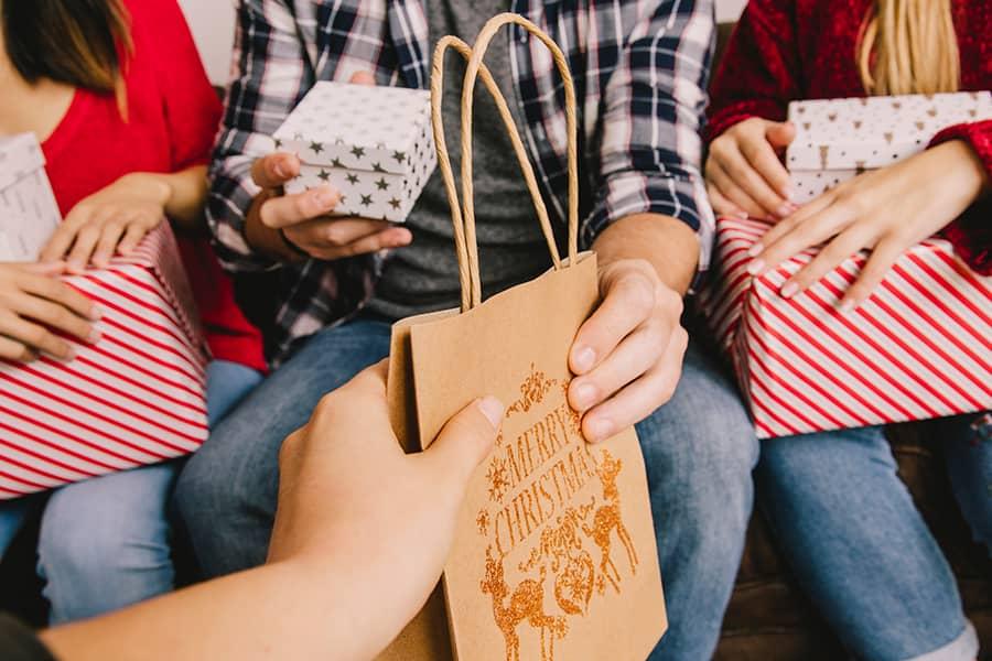 Regalos navideños para mejorar el clima laboral